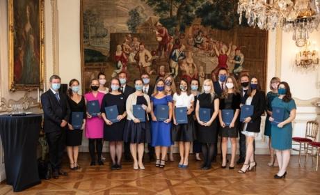 Mezi Top ženami Česka byly i letos oceněny absolventka IFTG Jaroslava Rezlerová a ředitelka IFTG Hana Machková